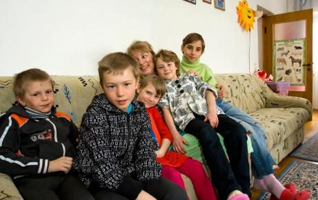 Tíz állami gondozottból hat nevelőszülőknél él